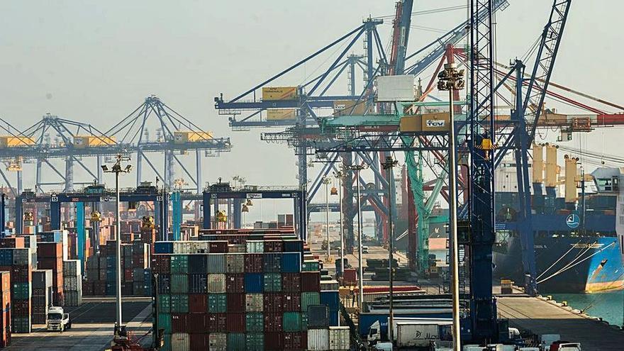 Casi la mitad de las falsificaciones chinas entran a España por el Puerto de Valencia