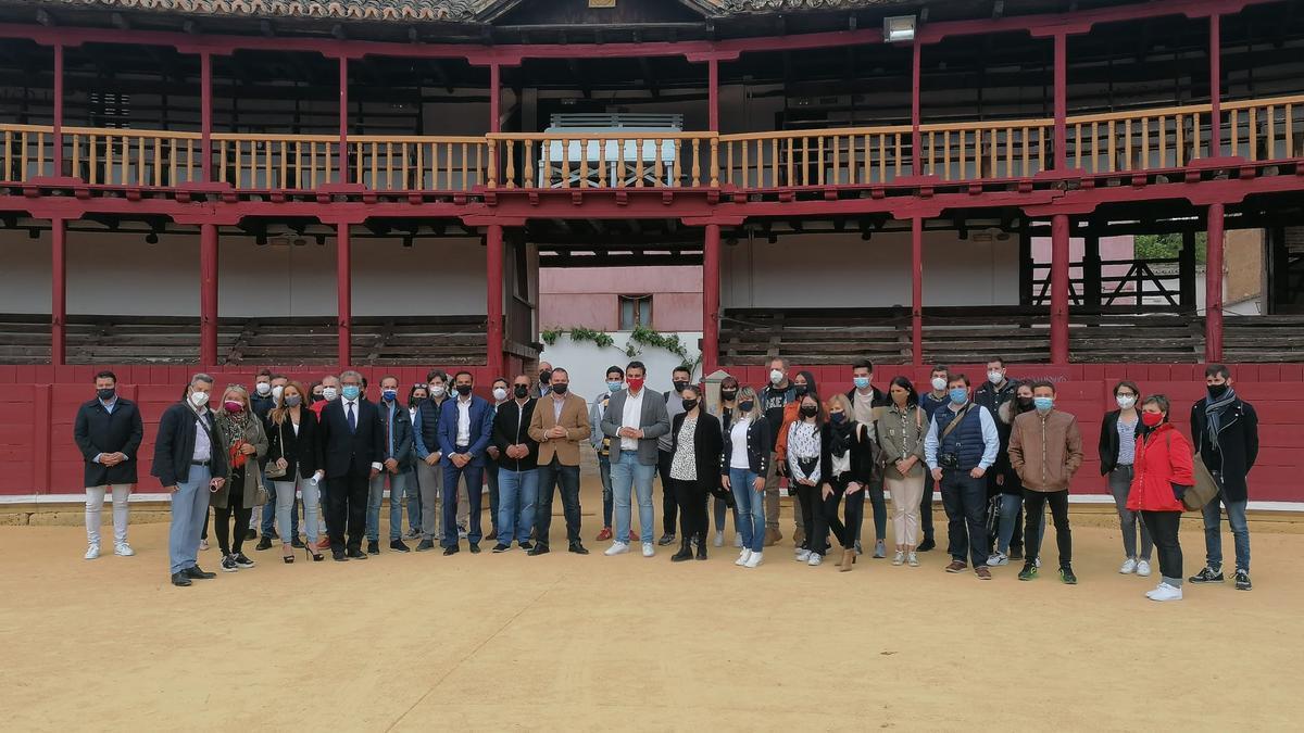 Los alumnos, en la plaza de Toros de Toro