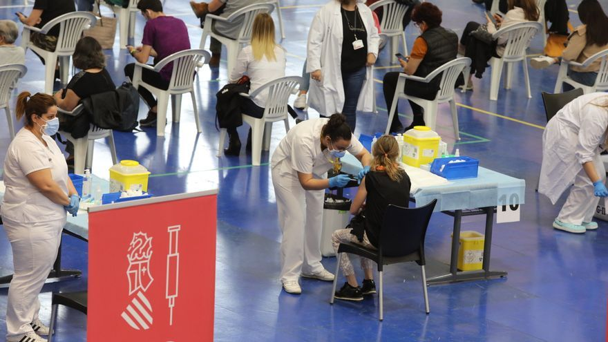 Elche vacuna a 9.000 miembros de su comunidad educativa
