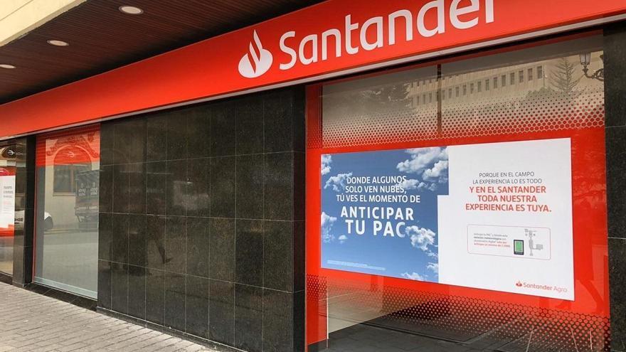 El ERE del Santander prevé cerrar 20 oficinas en Málaga, que se quedará con 68