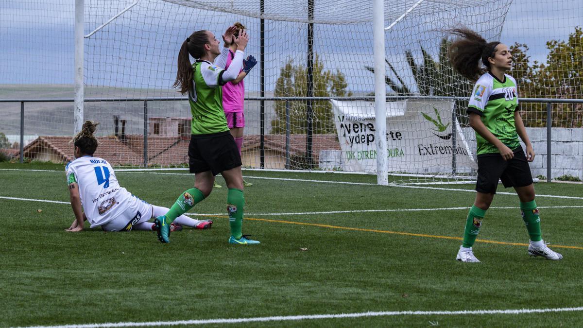 Nerea y Cristi Medina, en un partido de la pasada temporada. En esta se siguen dando pasos hacia adelante.