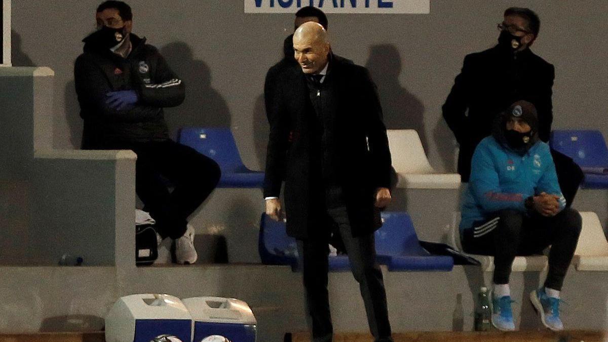 Zidane se tambalea