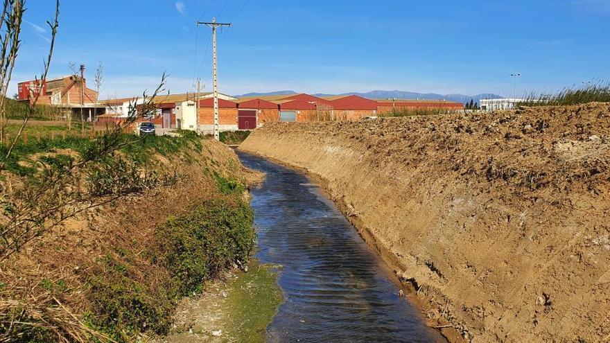 Figueres condiciona i millora el rec de Mal Pas