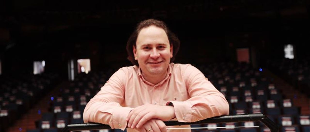 El director de orquesta venezolano Christian Vásquez.   Miki López