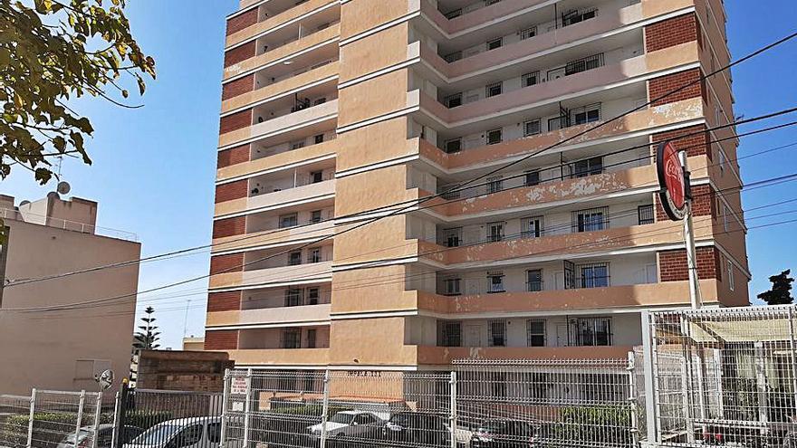 Más de 1.000 «infraviviendas» en 16 edificios de Cala Major