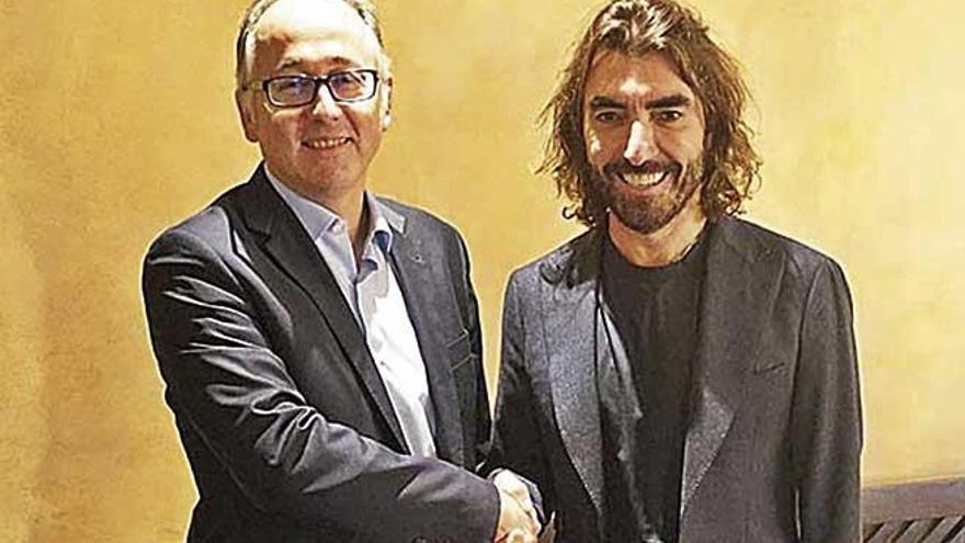 Gabriel Escarrer y Miguel Fluxá aplauden la concentración aérea