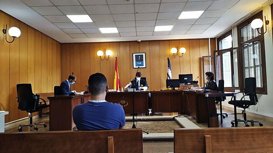 Reclaman nueve años para el acusado de dos robos con violencia a menores en sa Coma
