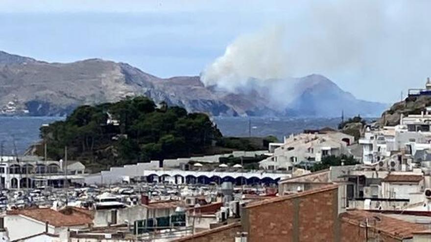 Incendi forestal a Portbou