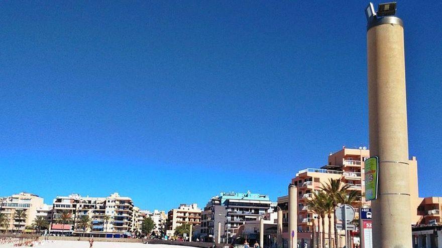 Pergolen mit Solarmodulen an der Promenade der Playa de Palma?