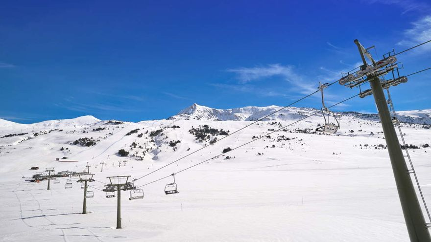 Muere un esquiador tras chocar con una valla en la estación ilerdense de Pont Ainé
