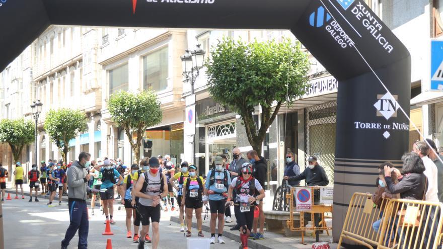 """""""Los 100 del Camino"""" corren por Lalín"""