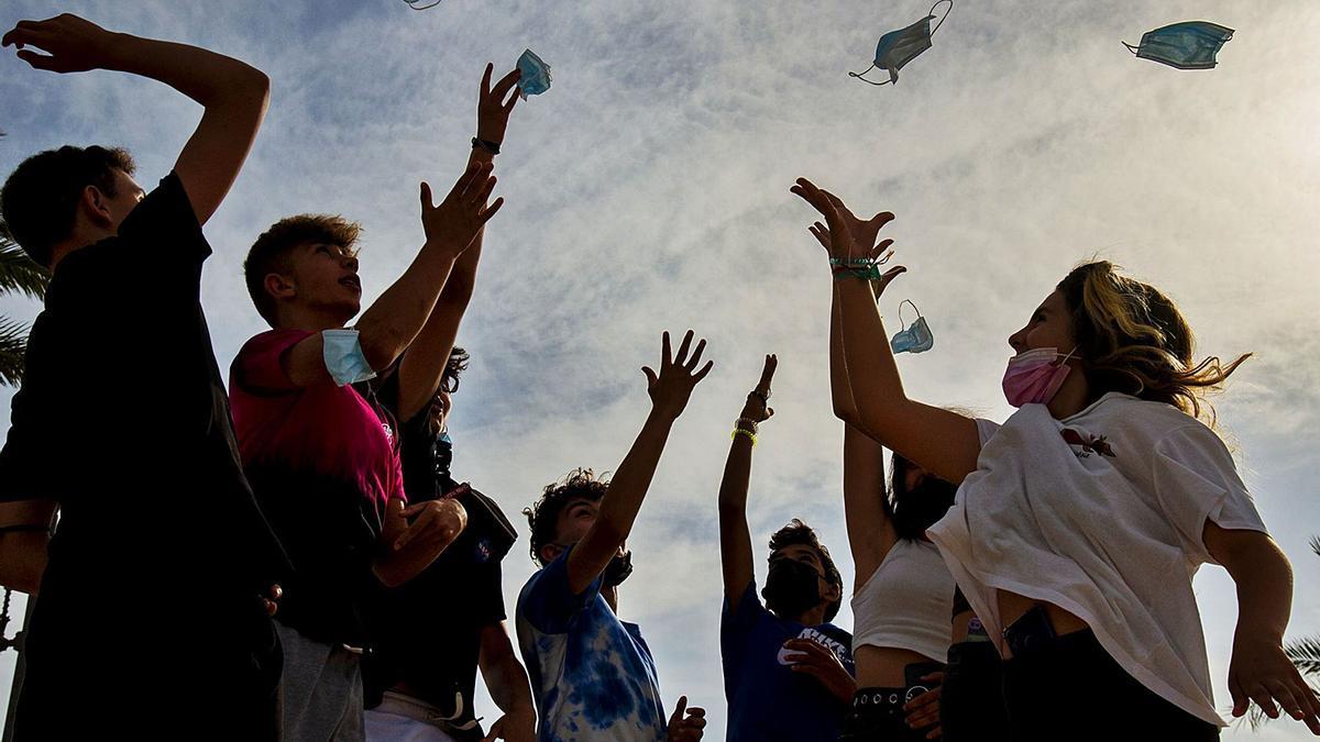 Las mascarillas dejarán de ser obligatorias en la Región y en el resto de comunidades a partir del próximo 26 de junio.