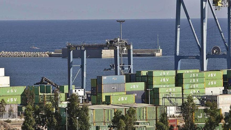 El puerto de Alicante pierde un 14% de su facturación en un año por la crisis turística de Canarias