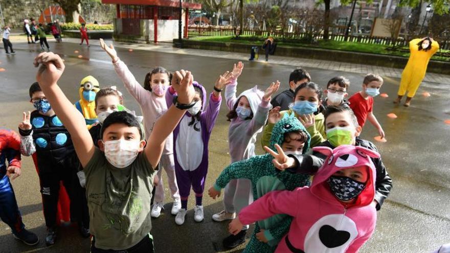 El carnaval se refugia del COVID en los colegios
