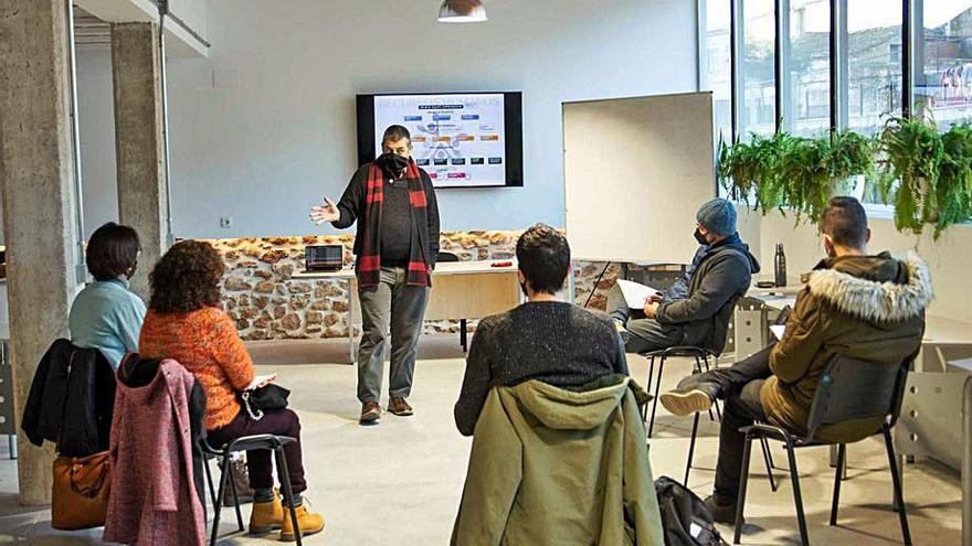 'La Panderola' presenta los últimos talleres de La Niuada
