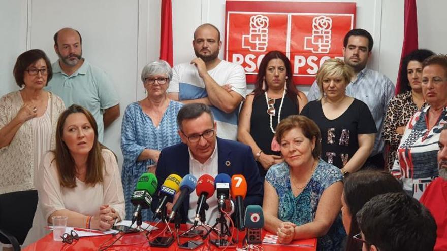 La gestora del PSOE ofrece la alcaldía a MC si se va José López