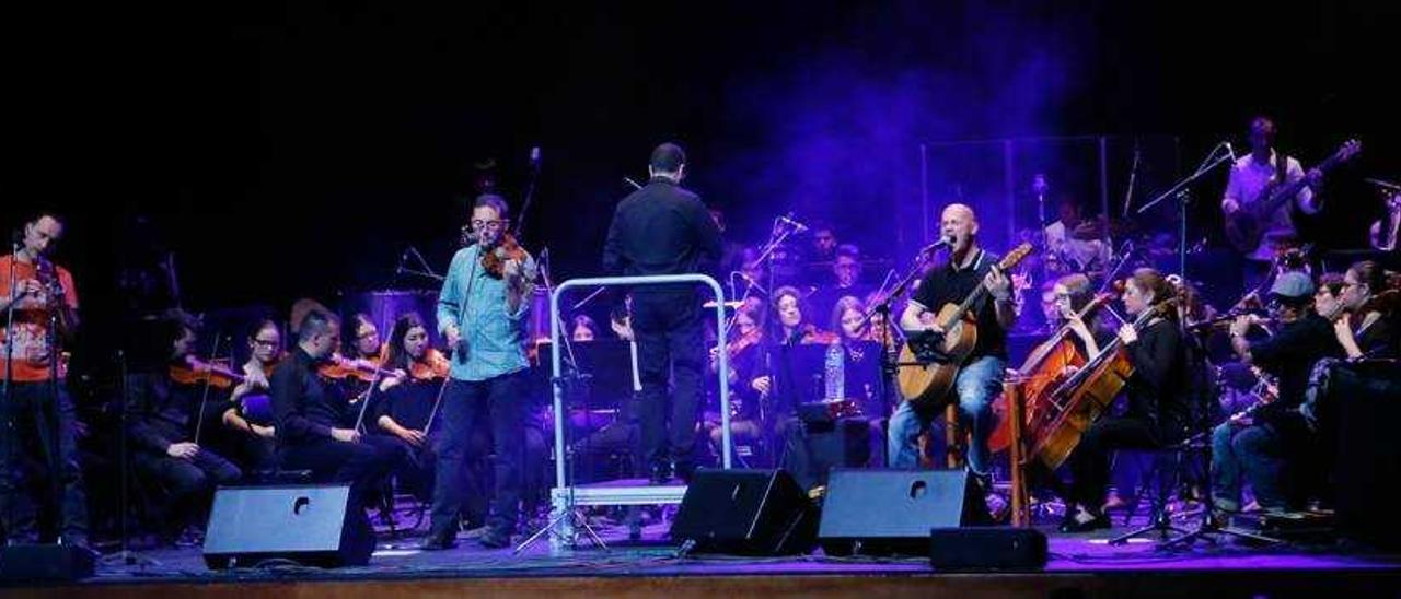 La Orquestra Simfònica Caixa Ontinyent brilla musicalmente junto a Celtas Cortos