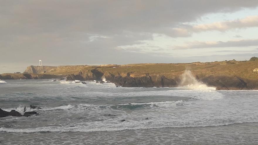 El litoral de A Coruña y Lugo, en alerta máxima mañana por temporal con olas de hasta 10 metros