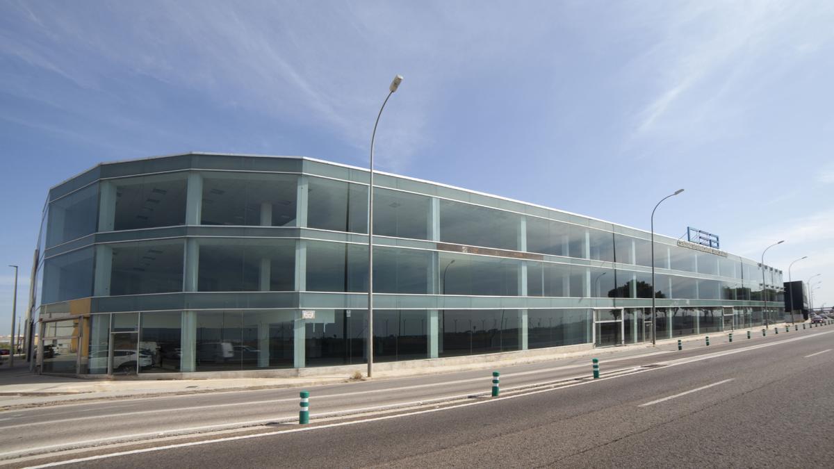 El Centro Empresarial Aeropuerto es un espacio multifuncional con oficinas, locales comerciales y almacenes.