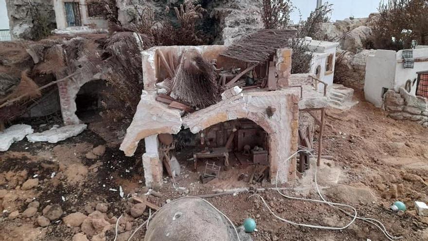 Destrozos en varias piezas del belén de Almoradí
