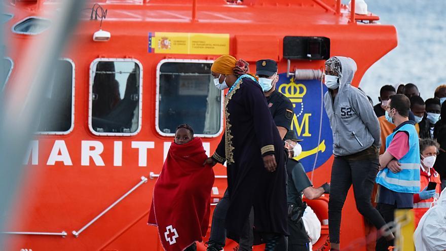 Desaparece un migrante al caer al mar durante un rescate en Fuerteventura