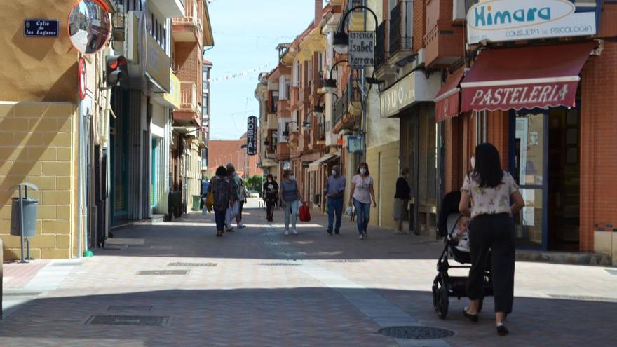 Benavente permite a los comercios que expongan en la vía pública sus productos los jueves
