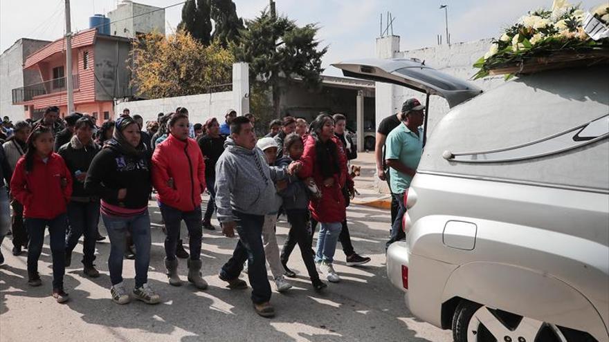 México trata de identificar a los 73 muertos del incendio del oleoducto