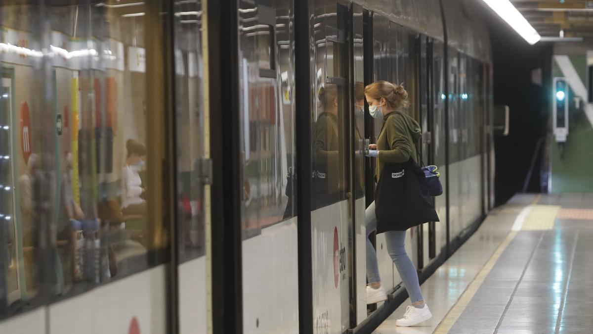 Aumentan la vigilancia en el metro de València