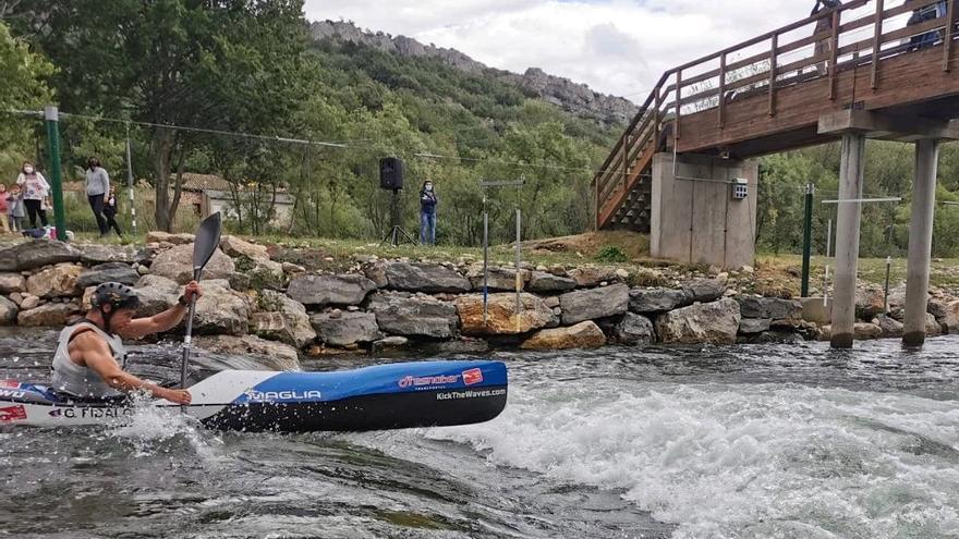 Guillermo Fidalgo (Oviedo Kayak), bicampeón de España de descenso de aguas bravas, en Sabero (León)