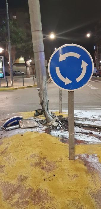 Una conductora borracha se estrella contra una farola en Xirivella en pleno estado de alarma