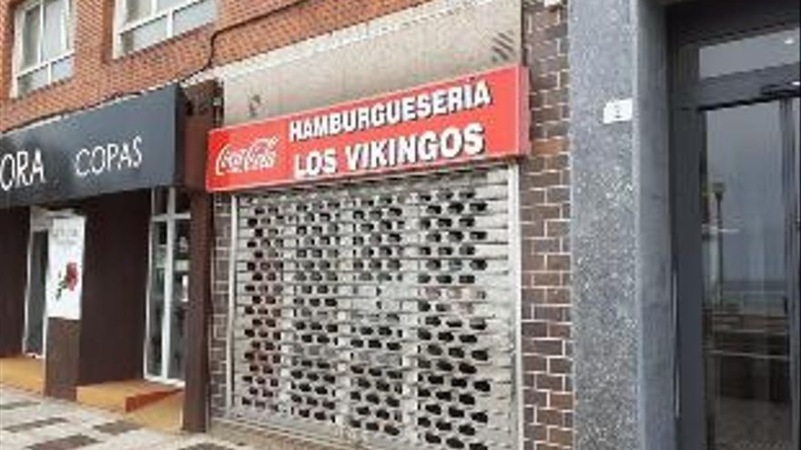 Cierra en el paseo del Muro la veterana hamburguesería Los Vikingos
