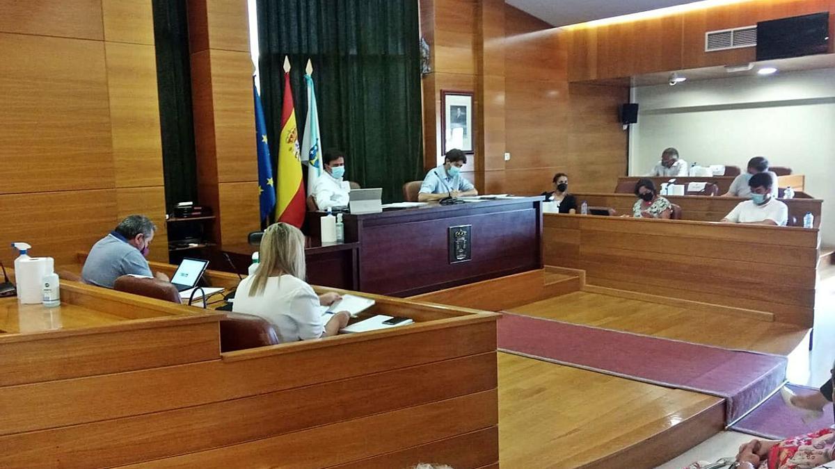Pleno municipal celebrado ayer en Arteixo.   | // LA OPINIÓN