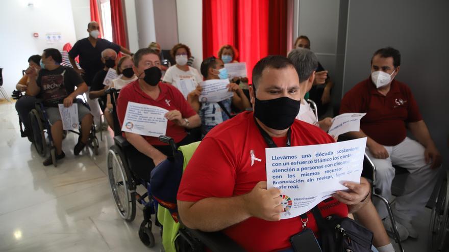 Los centros de atención a personas discapacitadas exigen a la Junta mayor financiación