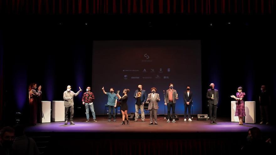 El Ateneo reconoce la resistencia del teatro malagueño
