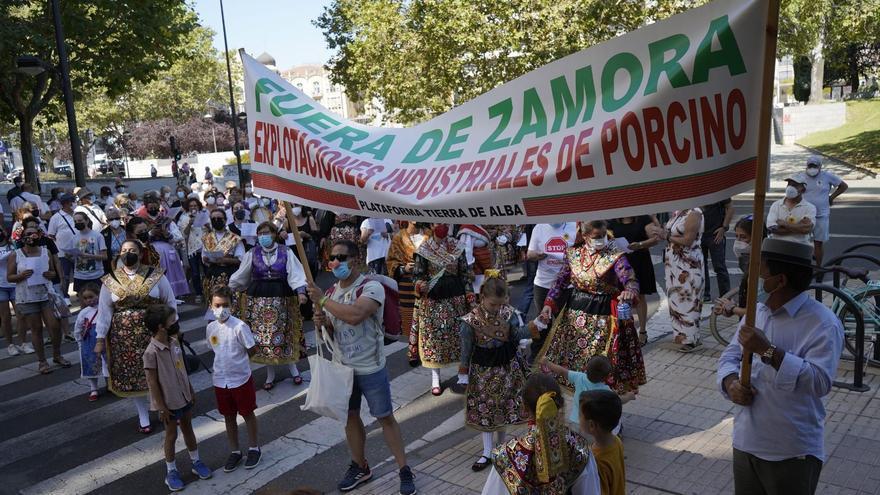 Pleno extraordinario en Carbajales de Alba por la construcción de la macrogranja