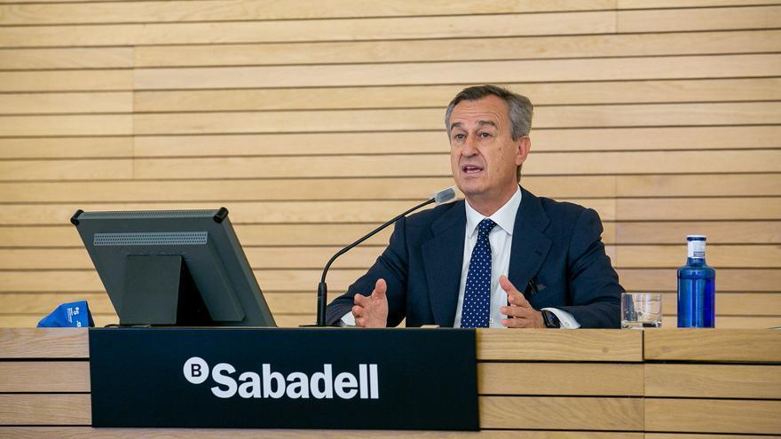 González-Bueno abre la puerta a nuevos recortes en el Sabadell
