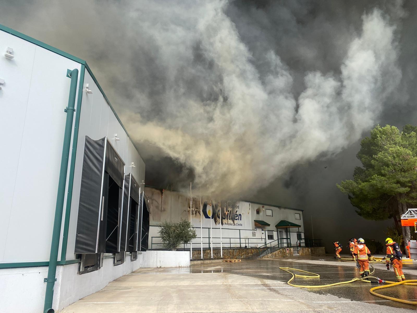 Incendio en la planta de Huevos Guillén en Sinarcas