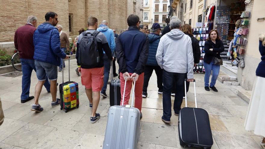 Colomer descarta la tasa turística y dice que no está en la agenda de futuro