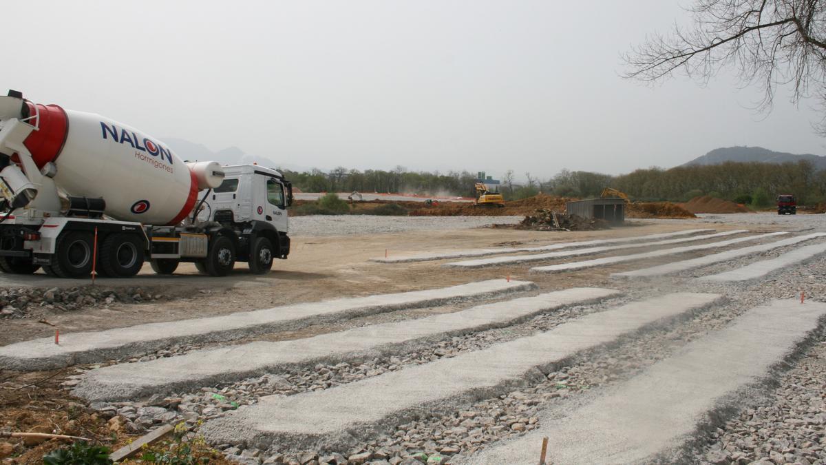 Obras en la zona de Bobes donde se instalará Amazon