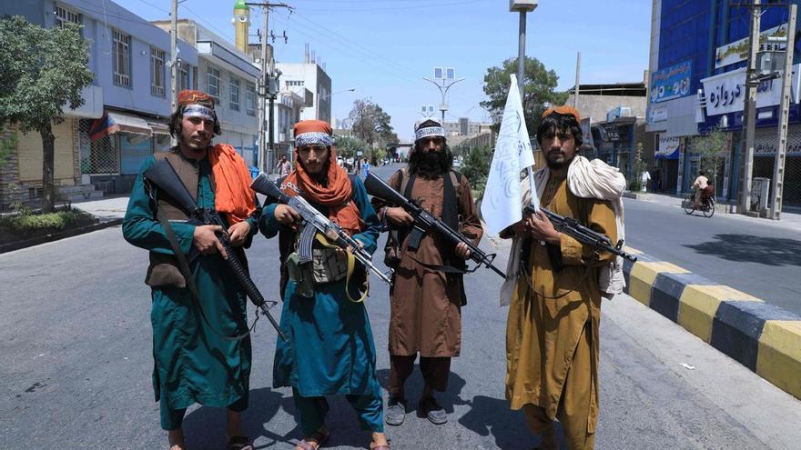 Los talibanes atacan a dos periodistas en plena calle de Kabul