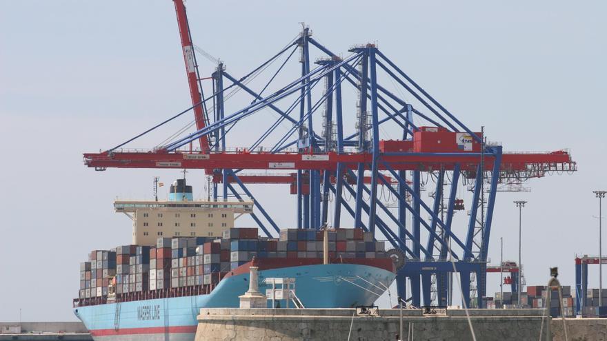 El movimiento de mercancías se incrementa un 60% en el puerto en enero