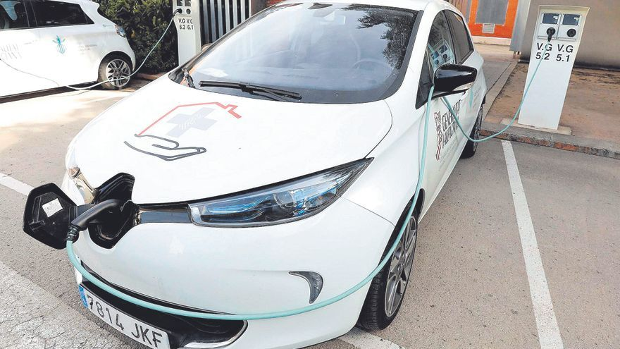 Sin ayudas, el coche eléctrico no acelera
