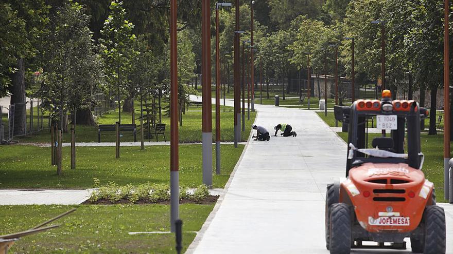 La avenida de El Molinón completa su integración peatonal en Isabel la Católica
