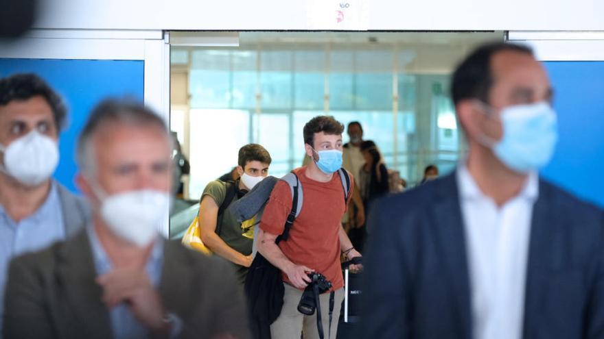 Fuerteventura recibe a 150 pasajeros en el primer vuelo tras el estado de alarma