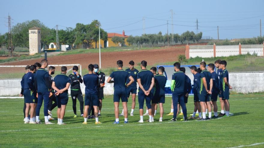 El Mérida ofrece la renovación a diez jugadores