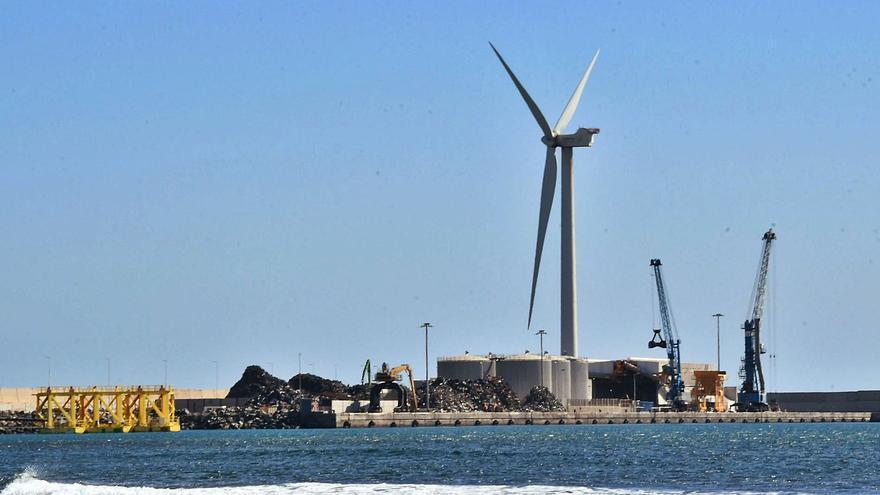 El Puerto de Arinaga se prepara para descargar los aerogeneradores del futuro