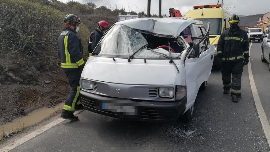 Choque entre dos vehículos en Tamaraceite