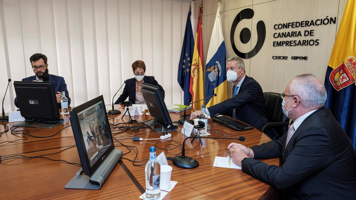 Rueda de prensa en la Confederación Canaria de Empresarios