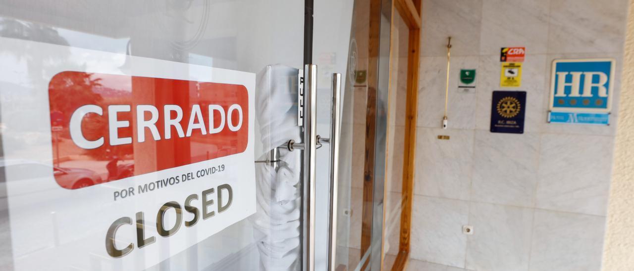 Un hotel de Ibiza cerrado durante la pandemia.