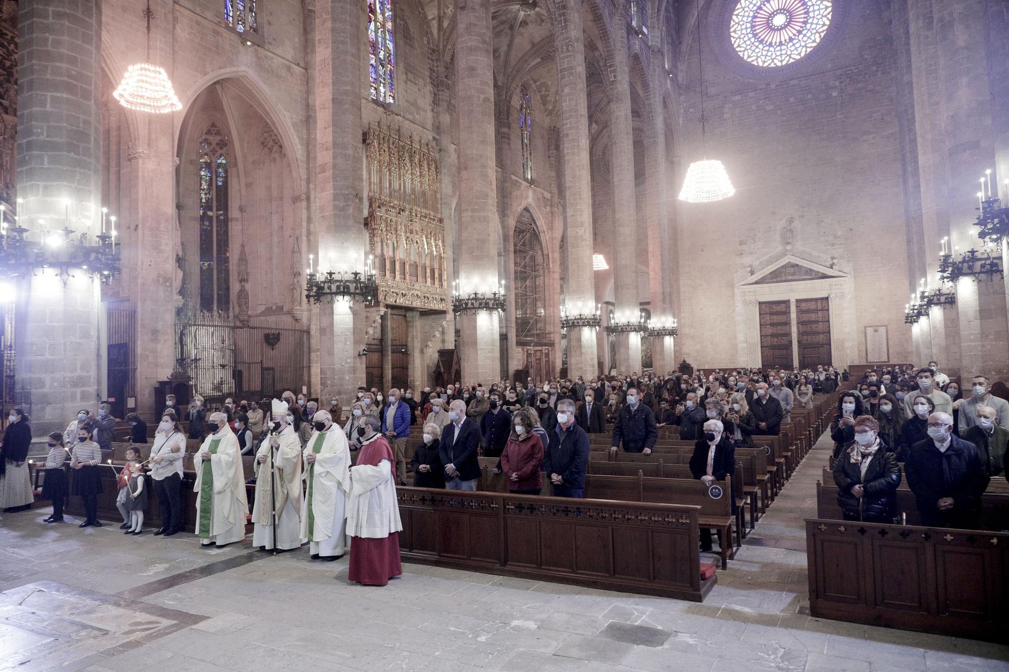 El obispo Taltavull preside la Misa de Pascua en la Catedral